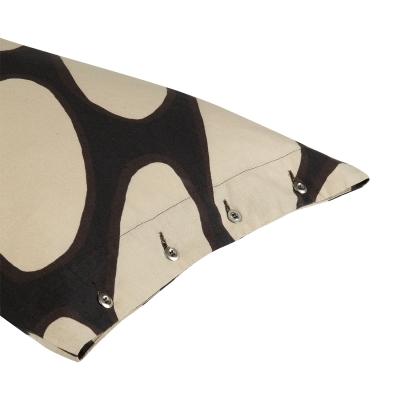 linssi-tyynynpaeaellinen-mustabeige