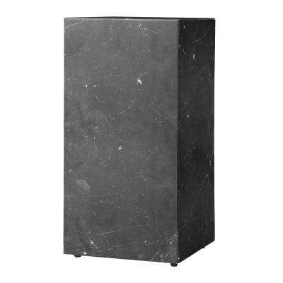 plinth-tall-musta-marmori