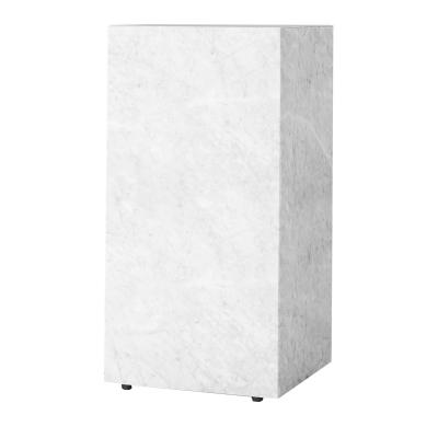 plinth-tall-valkea-marmori
