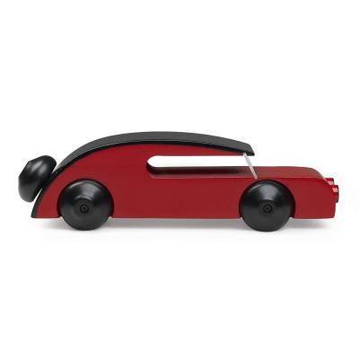 kay-bojesenin-sedanauto-punainen